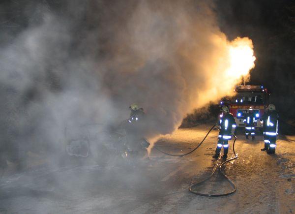 Pulverlöschanhänger im Einsatz zur Brandbekämpfung