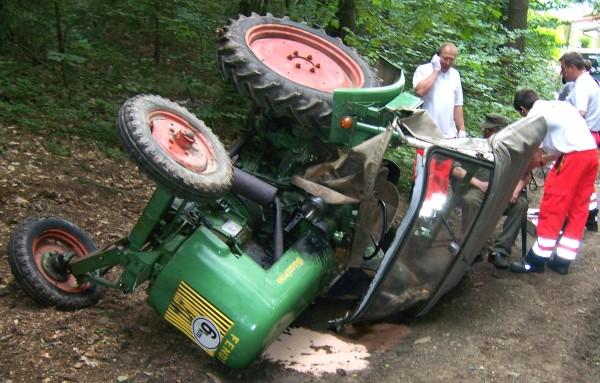 Umgestürzter Traktor in Mais